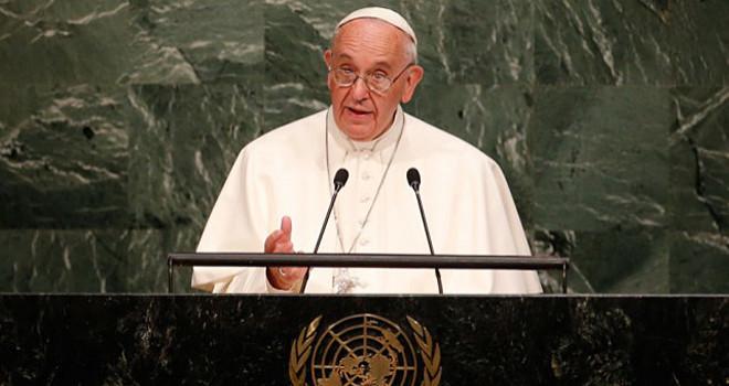 Paven i USA: Stående ovationer, men også kritiske røster