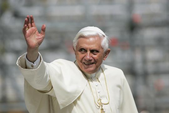 Pave emeritus Benedikt bryder tavsheden