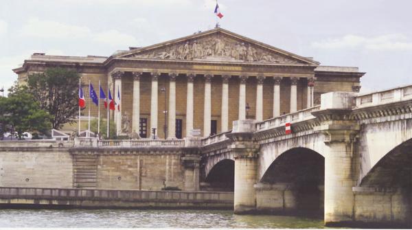 Frankrig: Meningscensur ophøjet til lov