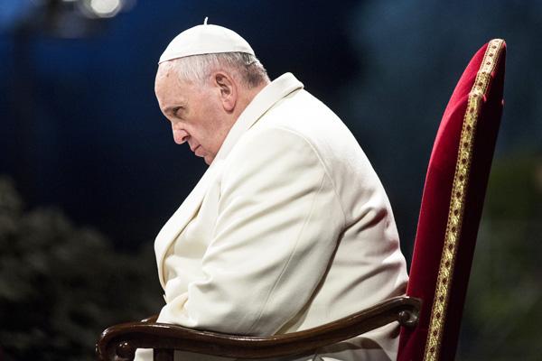 Overvejer pave Frans at træde tilbage?